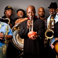 The Dirty Dozen Brass Band - Me Like It Like That
