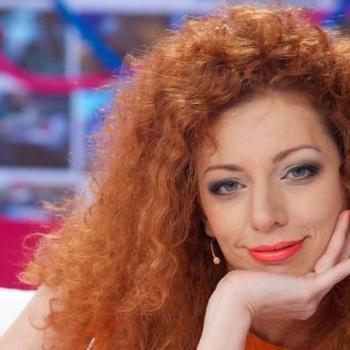 Бывшая участница группы «Ленинград» Юлия Коган трогательно спела про лебедей
