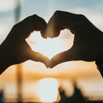 Как влюбить в себя человека: 5 научных способов