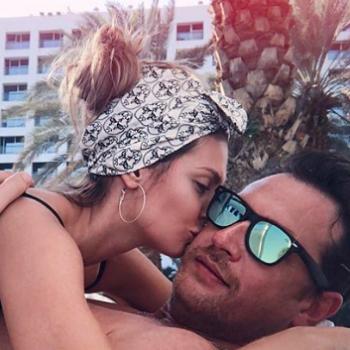 Саша Савельева опубликовала откровенную фотографию с мужем