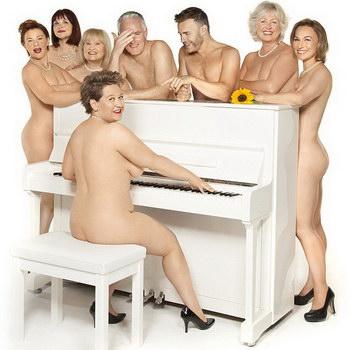 Гари Барлоу разделся для рекламы мюзикла «The Girls»